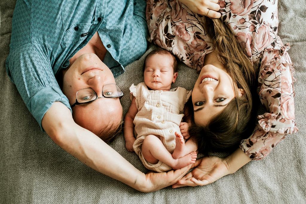 Sesja rodzinna z noworodkiem w domu