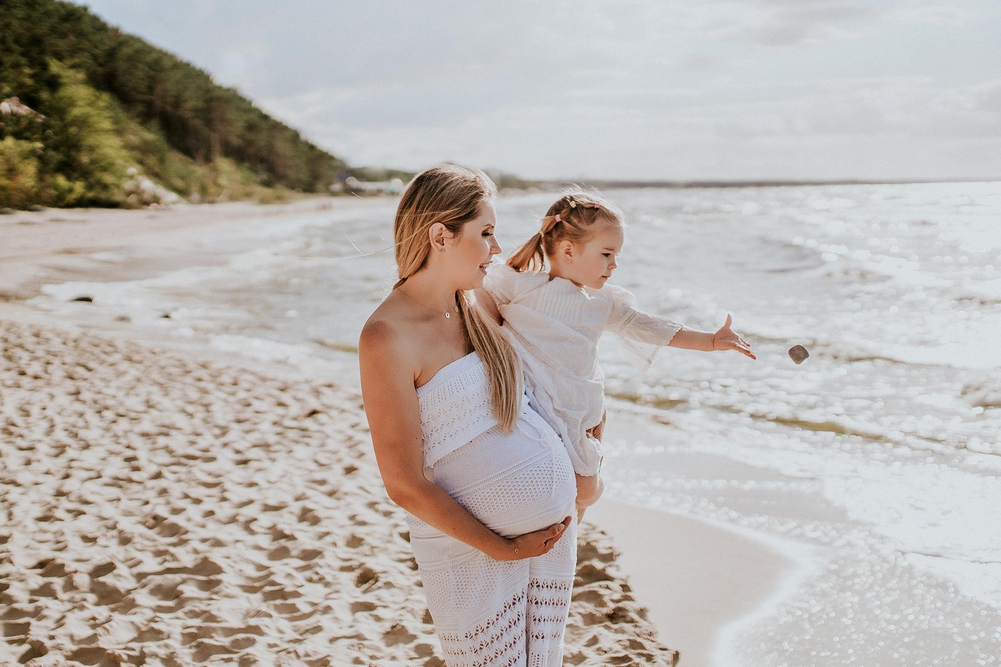 Mama i córka sesja nad morzem