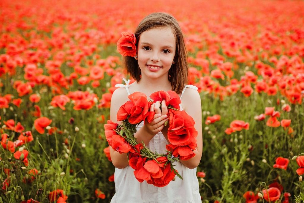 Maki, wianek z kwiatów polnych, polne kwiaty, pole maków, sesja w polu maków